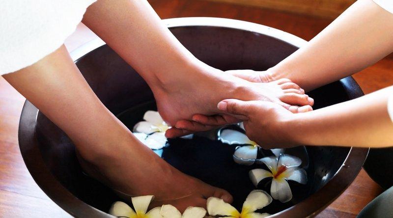 Bài Massage chân cho ktv spa